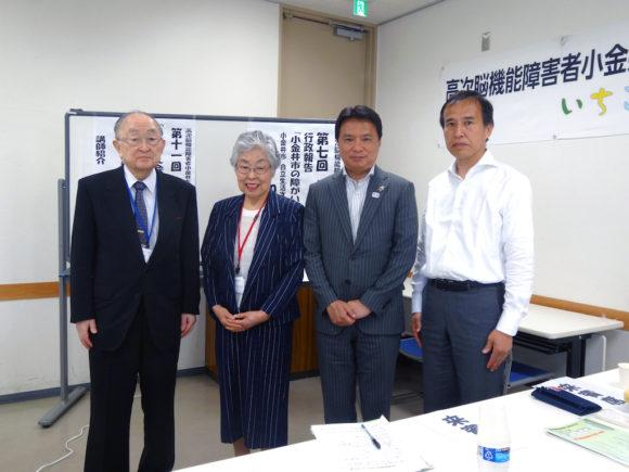上田敏先生、増村幸子代表、西岡真一郎市長、加藤真一課長